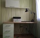 компьютерный стол и полка