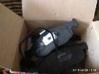 Тормозные колодки с датчиком износа новые передние.