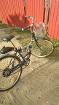 Велосипед оборудованный бензиновым двигателем.